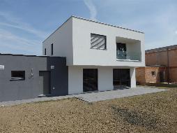 Modernes und preiswertes Flachdachhaus mit Doppelgarage in zentraler Lage!