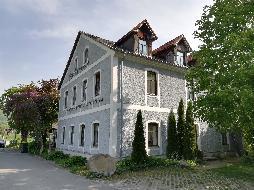Großzügiges Mehrfamilienhaus mit verschiedenen Nutzungsmöglichkeiten