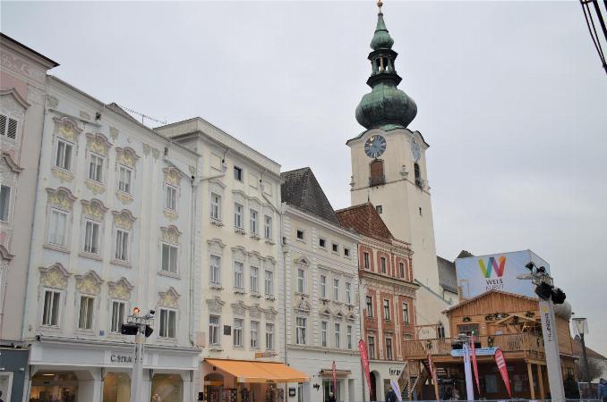 MACHEN SIE EIN ANGEBOT  !! Außergewöhnlich schöne Altbauwohnung im Stadtzentrum von Wels